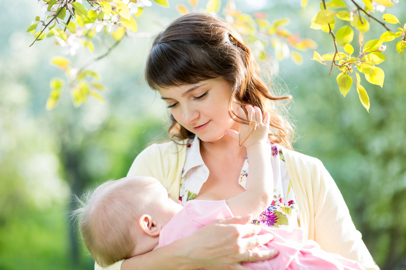 Bebeği Emzirmek